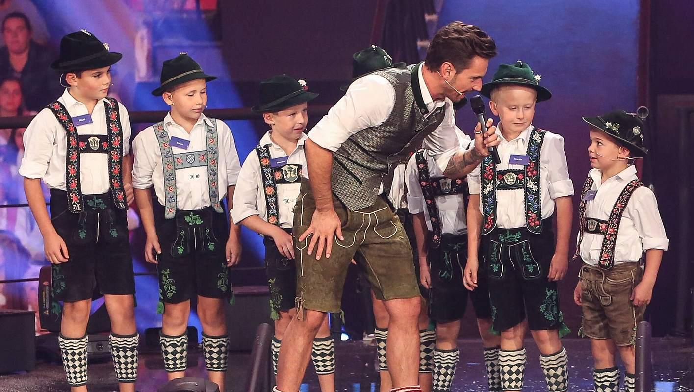 Florian Silbereisen und Kinder auf der Bühne