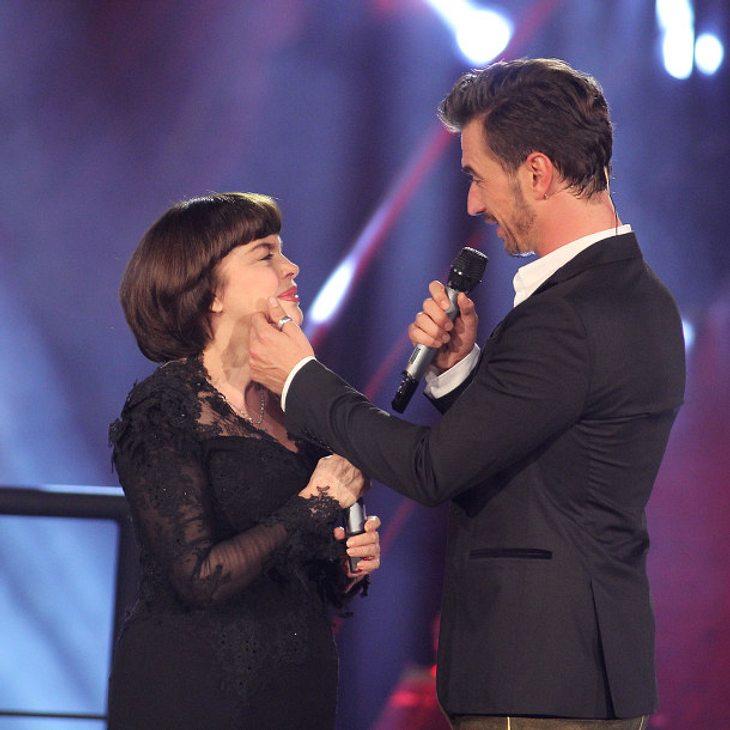 Florian Silbereisen geht beim Duett mit Mireille Matthieu auf Tuchfühlung