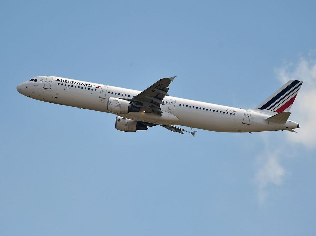 Co-Pilot raucht E-Zigarette: Flugzeug geht in den Sinkflug