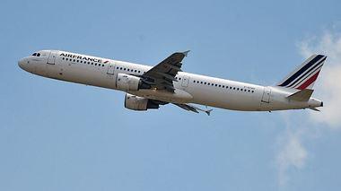 Co-Pilot raucht E-Zigarette: Flugzeug geht in den Sinkflug - Foto: Getty Images