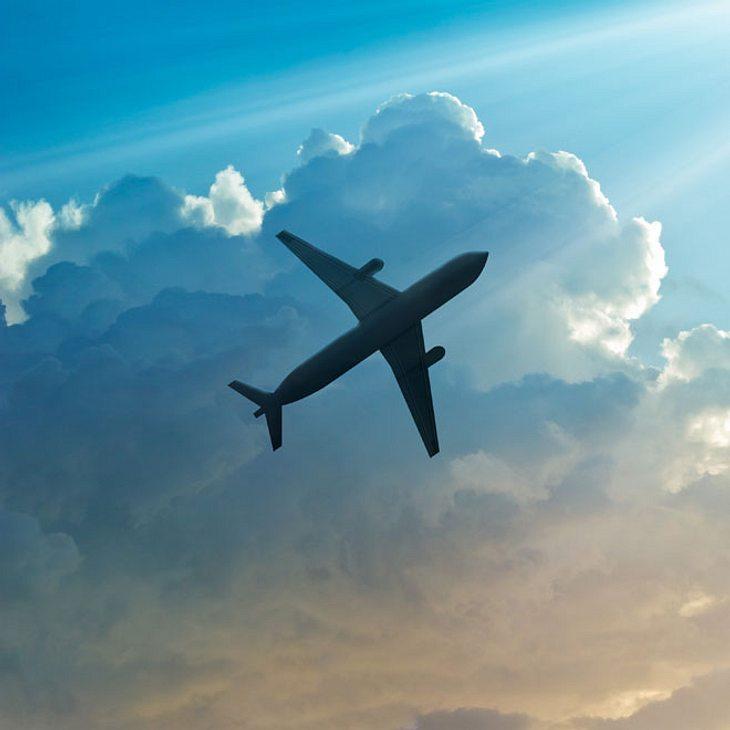 Flugzeug vermisst: Über 100 Menschen an Bord!