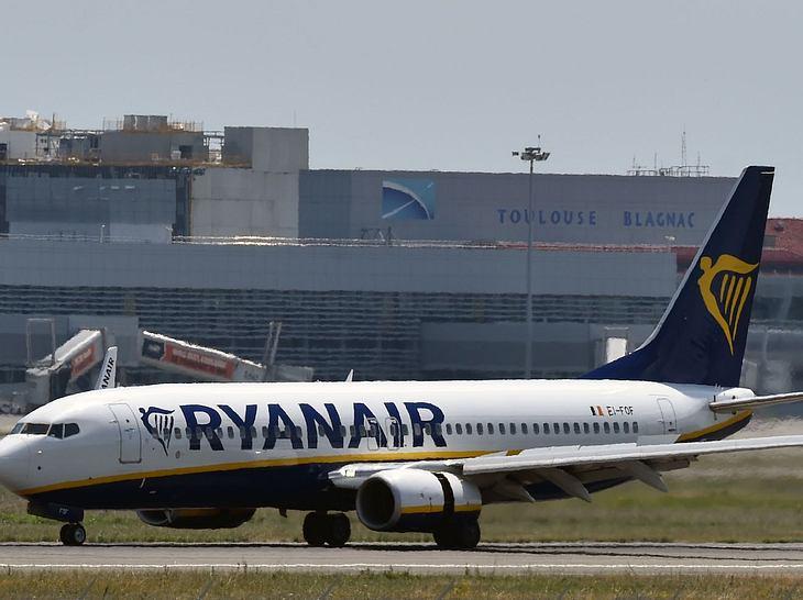 Zwischenlandung: 33 Ryanair-Passagiere im Krankenhaus