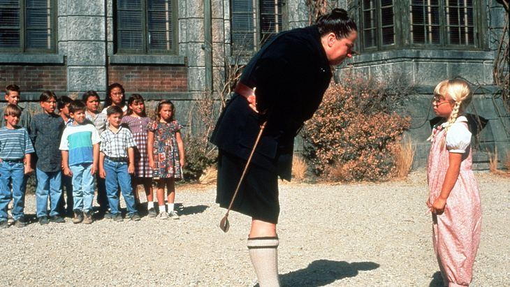 """Pam Ferris als fiese Rektorin """"Fräulein Knüppelkuh"""" in """"Matilda"""""""