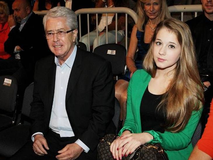"""Deutschland, deine Promi-TöchterEnya Elstner (15) ist die jüngste Tochter von Moderator Frank Elstner (70). Seit 2010 ist der Teenager in der Serie """"Tiere bis unters Dach"""" zu sehen."""