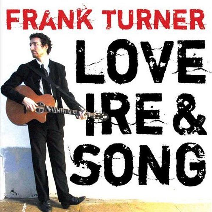 """Frank Turner - """"Love Ire & Song""""Das meint die WUNDERWEIB.de-Redaktion: """"Frank Turner ist mein Favorit unter den Singer/Songwritern. Wer wollte in seiner Jugend nicht die Welt verbessern!? Lädt zum Schwelgen in Erinnerunge"""