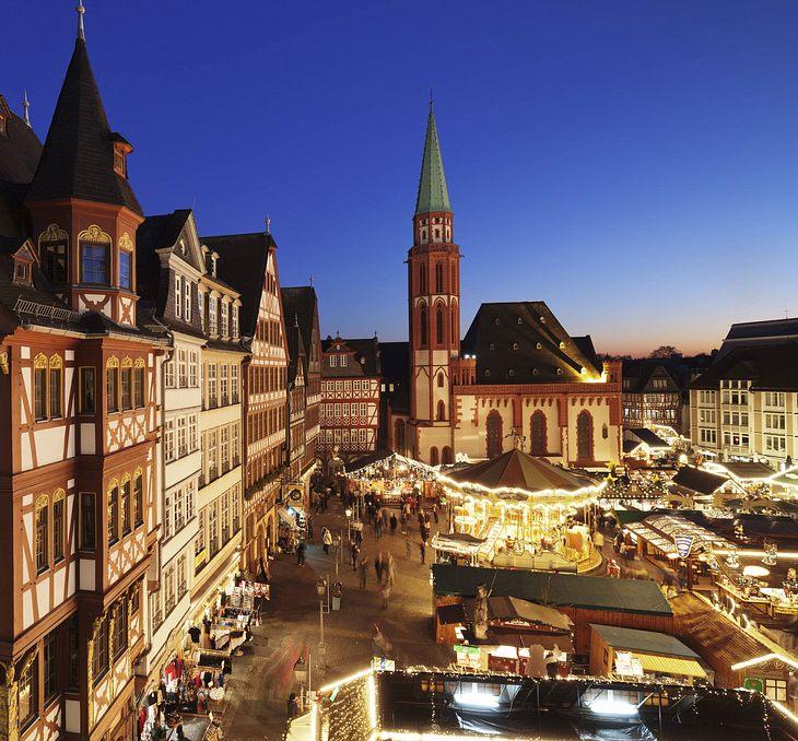 Paket mit unbekanntem Inhalt: Weihnachtsmarkt am Römer in Frankfurt geräumt