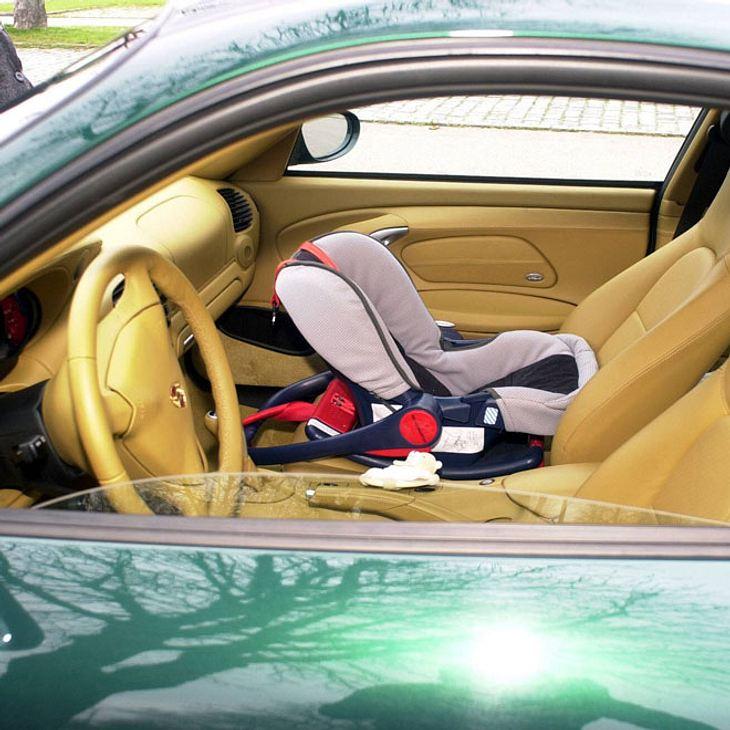 Mutter lässt Kinder zur Strafe im Auto - Hitzetod!
