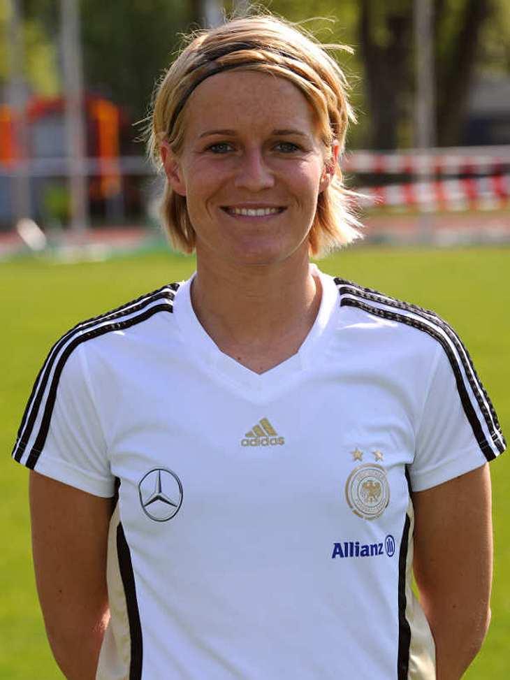 """Frauenfußball-WM: Das ist unser TeamAbwehr Nummer: 3Saskia Bartusiak (Geb.: 29.09.1982) - Sie spielt für den 1. FFC Frankfurt und studiert Sportwissenschaften. Ab und zu trinkt sie gerne mal einen Caipirinha. """"Dirty Dancing"""" ist i"""