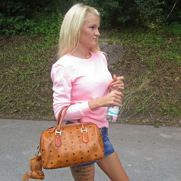 """""""Frauentausch"""": Erotik-Star RoxxyX trifft auf Jungmama Julia"""