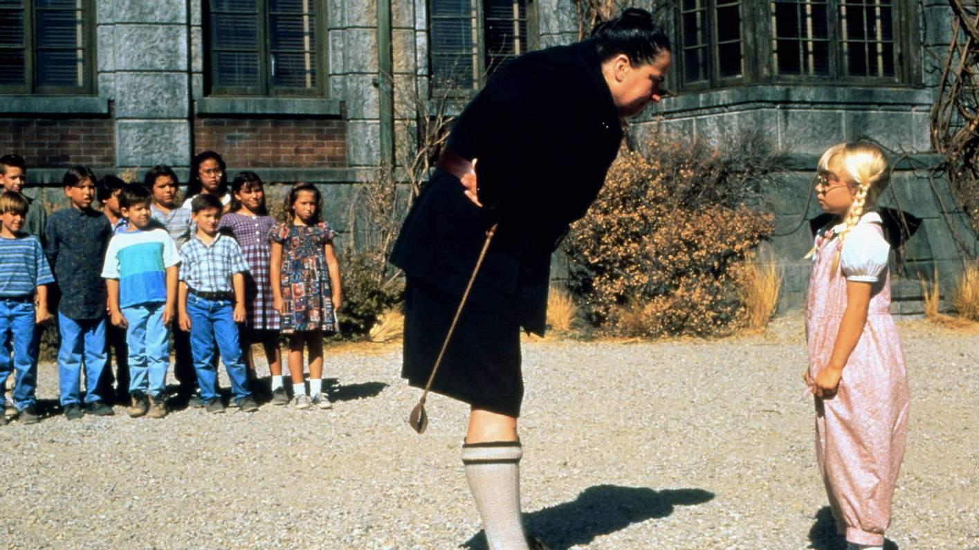 Pam Ferris als fiese Rektorin Fräulein Knüppelkuh in Matilda