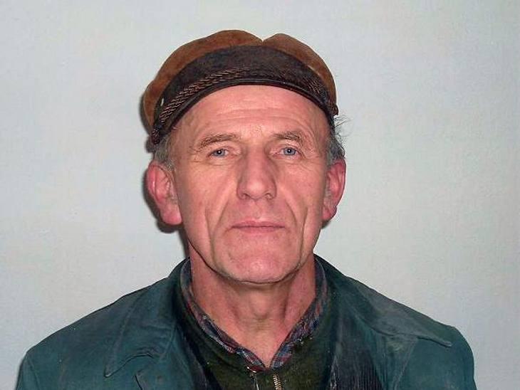 """""""Bauer sucht Frau""""Der """"einsame Niedersachse"""" Friedrich (59) lebt in Ostfriesland und besitzt 600 Schweine, um die er sich so gut wie alleine kümmert. Obwohl er nicht mehr der jüngste ist, hatte er noch nie eine richtige"""