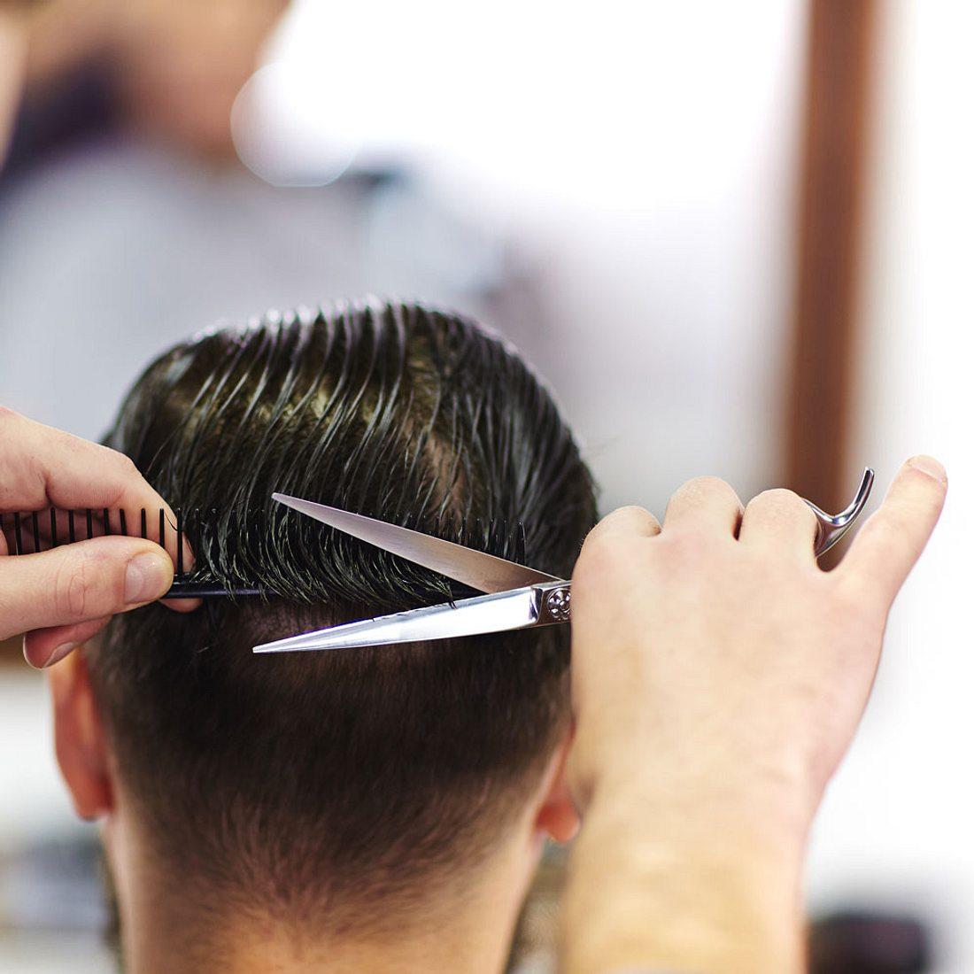 Wegen schlechtem Haarschnitt: Mann ersticht Friseur mit einem Fleischspieß!