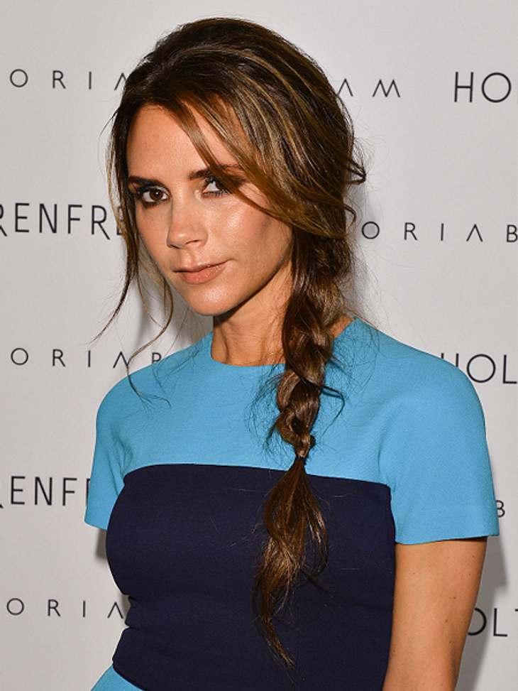 Die Schlank-Frisuren der Stars,Sowohl mit langen Haaren als auch mit kurzen, setzt Victoria Beckham (38) auf Schlank-Frisuren. Hier wählte sie die seitliche Flechfrisur mit Strähnen, die locker ins Gesicht hängen.