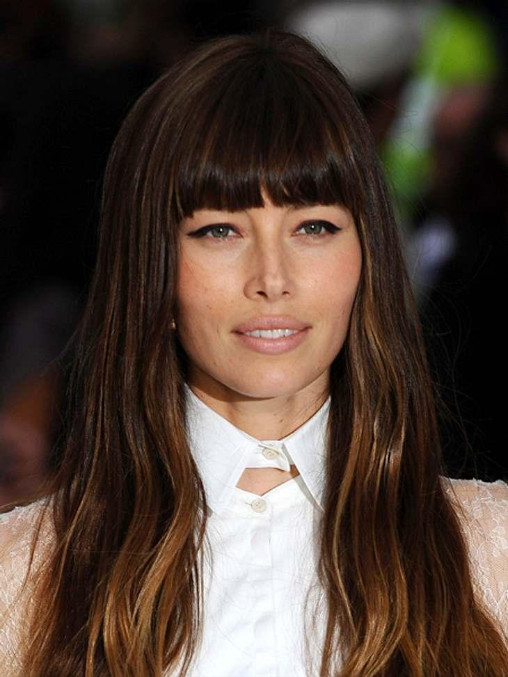 Die Schlank-Frisuren der Stars,Leichte Strähnen im Haar verlängern das Gesicht optisch. Mit diesem Trick schummelt sich Jessica Biel (30) optisch schlank.