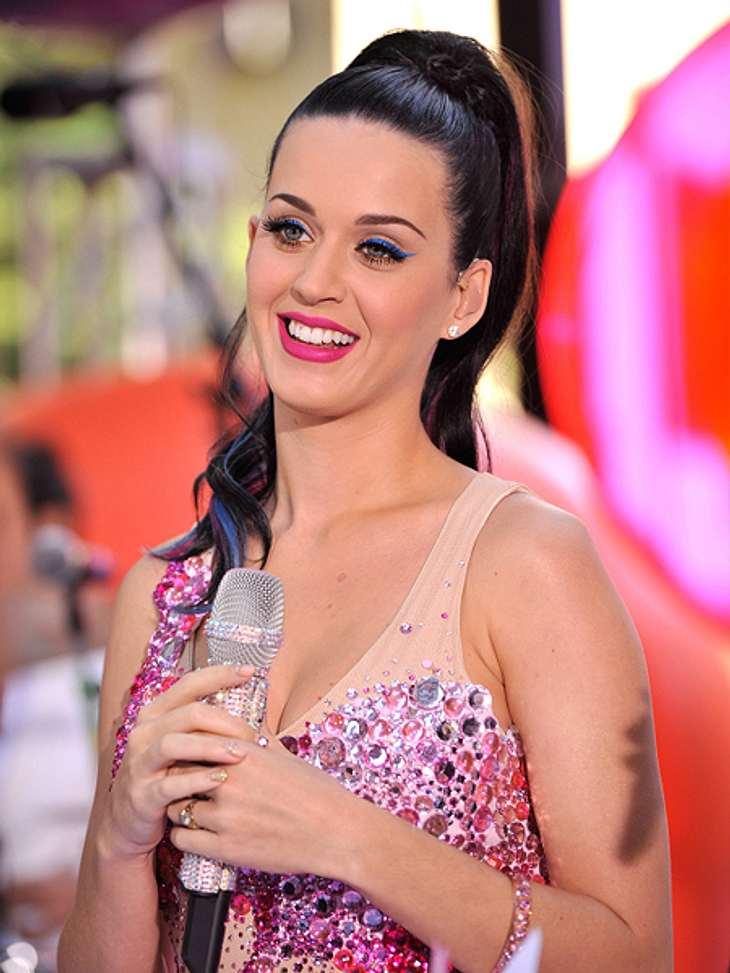 Die Schlank-Frisuren der Stars,Ein streng nach hinten gebundener Zopf trägt eigentlich auf. Deshalb sollte man es so machen wie Katy Perry (28): den Zopf ganz hoch binden, so dass das Gesicht optisch gestreckt wird.