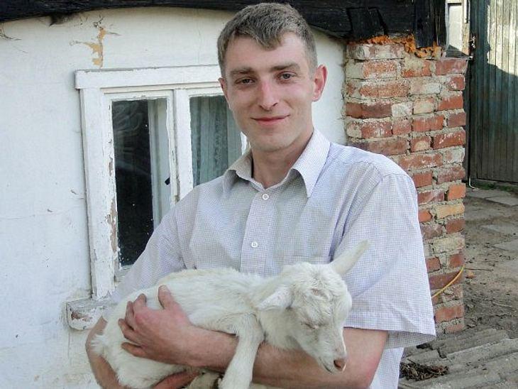 """""""Bauer sucht Frau"""" - Die Kandidaten 2012Der zärtliche Ziegenwirt Fritz (28) ist ein wahrer Naturbursche. Seine Ziegen liebt der Oberlausitzer über alles: """"Ich spreche sogar mit meinen Tieren"""", verrät er. Seit drei Jahren"""