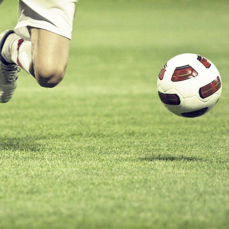 Fußballer bricht auf Spielfeld zusammen- tot
