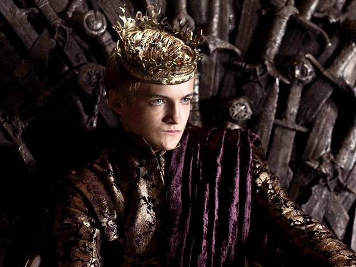 """""""Game of Thrones"""": Die besten Bilder aus Staffel zweiDie Einsätze in dem blutigen Spiel um die Macht sind höher denn je. König Joffrey (Jack Gleeson) wird von vielen Seiten angefeindet."""