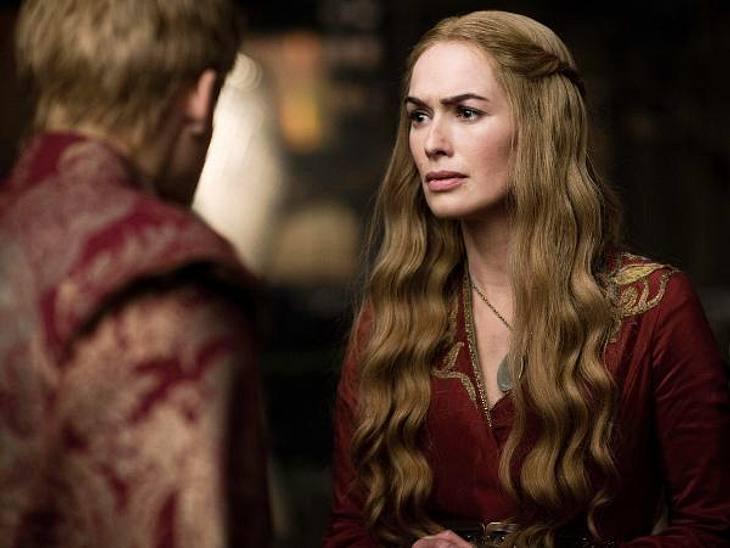 """""""Game of Thrones"""": Die besten Bilder aus Staffel zweiDie hinterhältige Köngin Cersei tut alles, um ihren Sohn Joffrey auf dem Eisernen Thron zu halten."""