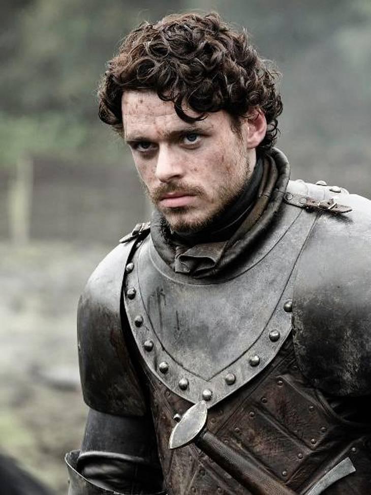 """""""Game of Thrones"""": Die besten Bilder aus Staffel zweiRobb Stark (Richard Madden) nimmt im Kampf um die Unabhängigkeit des Nordens Jaime als Geisel, um seinen Forderungen Nachdruck zu verleihen."""