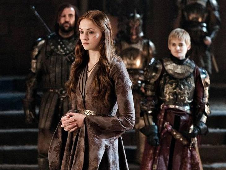 """""""Game of Thrones"""": Die besten Bilder aus Staffel zweiSansa Stark (Sophie Turner) wird hingegen von den Lannisters in Königsmund als Geisel gehalten."""