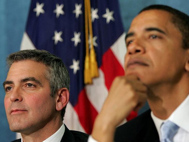 Happy Birthday, George Clooney!George Clooneys ernsthafte Seite: Er setzt sich zum Beispiel für die Darfur Region im Sudan ein. Hier bei einer Konferenz 2006 zusammen mit dem späteren US-Präsidenten  Barack Obama.