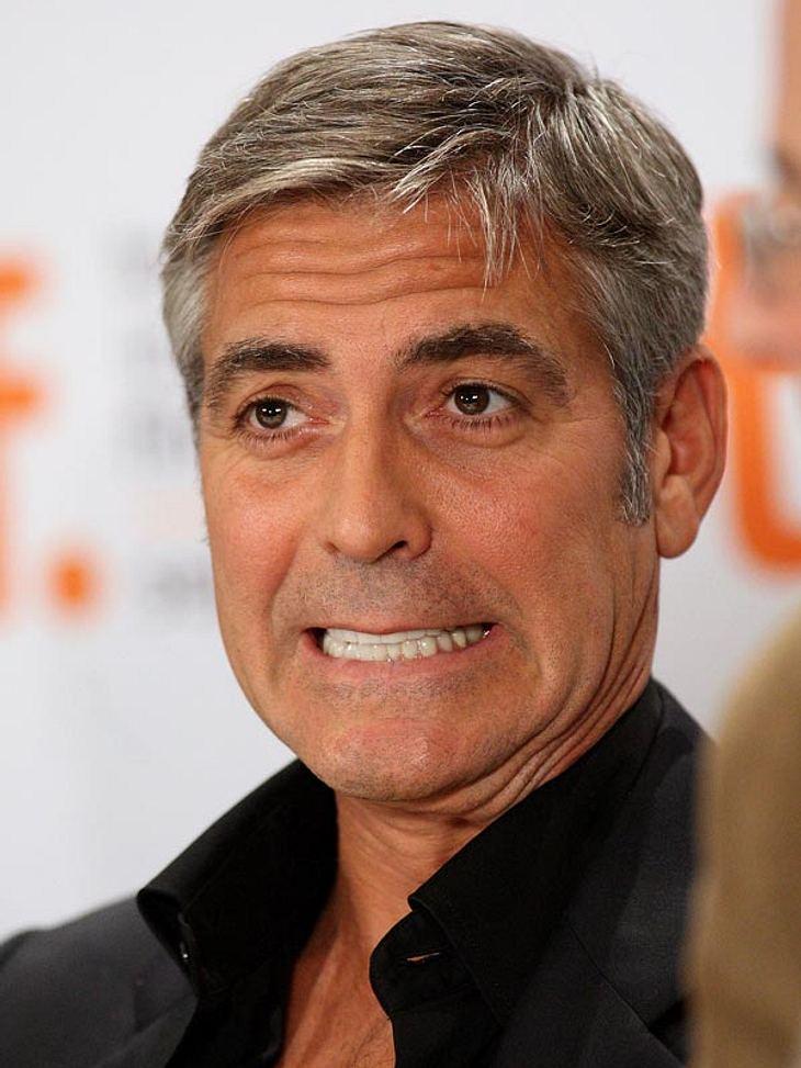 Im Juni 2009 blieben viele Frauenherzen kurzzeitig stehen: Die Todesnachricht von George Clooney machte die Runde. Einige Freunde von  George Clooney glaubten an diesen fiesen Scherz und bombardierten ihn schockiert mit Anrufen.