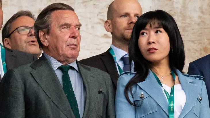 Gerhard Schröder: Ex-Mann seiner Frau fordert Schmerzensgeld