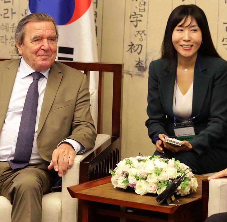 Gerhard Schröder und seine Partnerin Soyen Kim