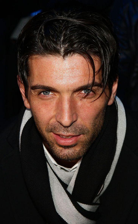 Gianluigi Buffon (Italien) wurde als einziger zum Welttorhüter des Jahres gewählt. Er ist mit Alena Šeredová zusammen...