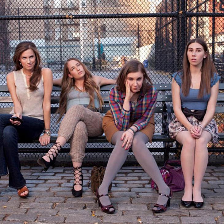 """Lena Dunham (2. v. rechts) ist nicht sehr erfreut über die Porno-Parodie von """"Girls""""."""