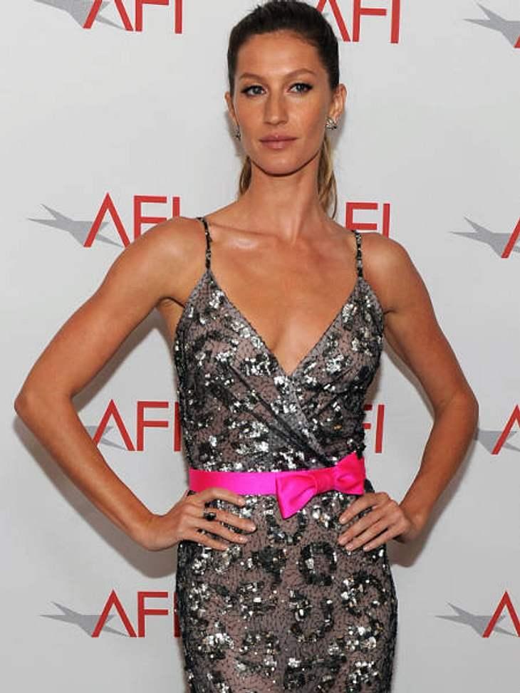 Star-Trend: SchleifeDas knallt: Zum silbernen Kleid trägt Gisele Bündchen eine knallpinke Schleife.