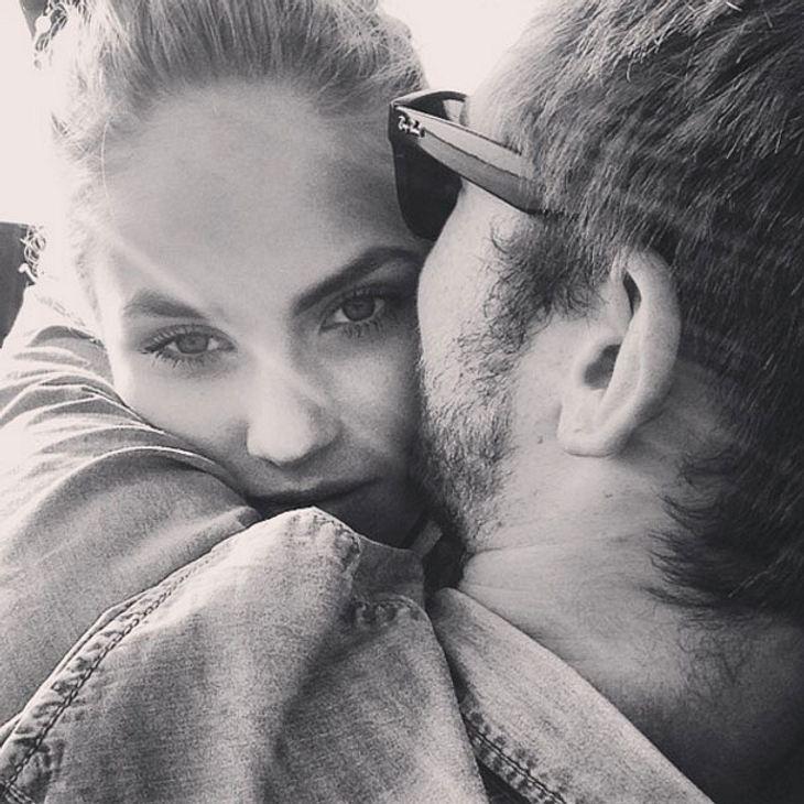 Ist Elenas Freund eifersüchtig?
