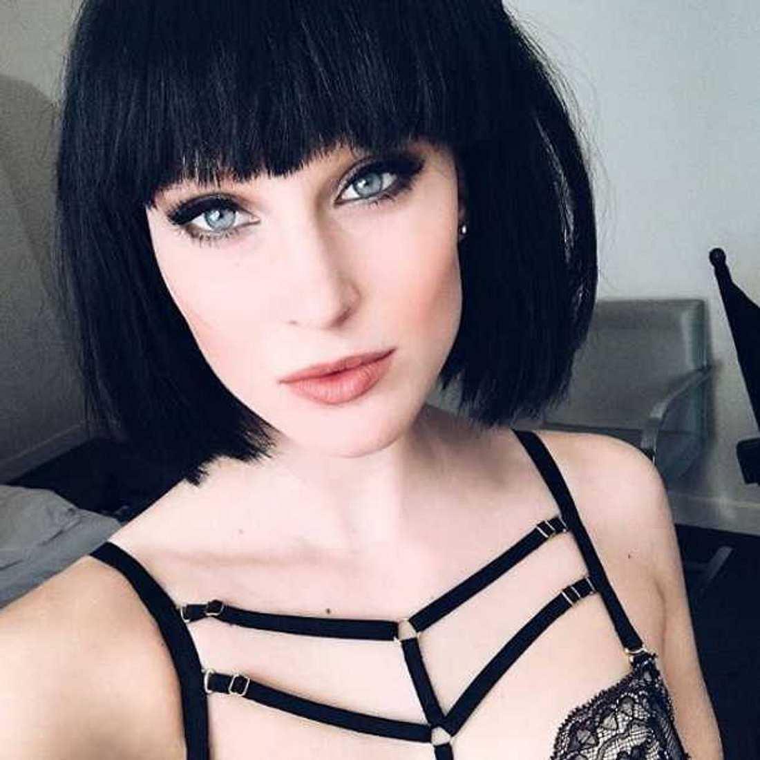GNTM-Beauty Kim Hnizdo trägt ihre Haare jetzt schwarz!