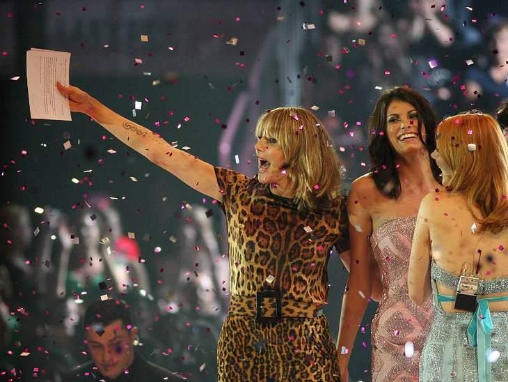 Dann gibt Heidi Klumm die Gewinnerin der fünften Staffel von GNTM bekannt.