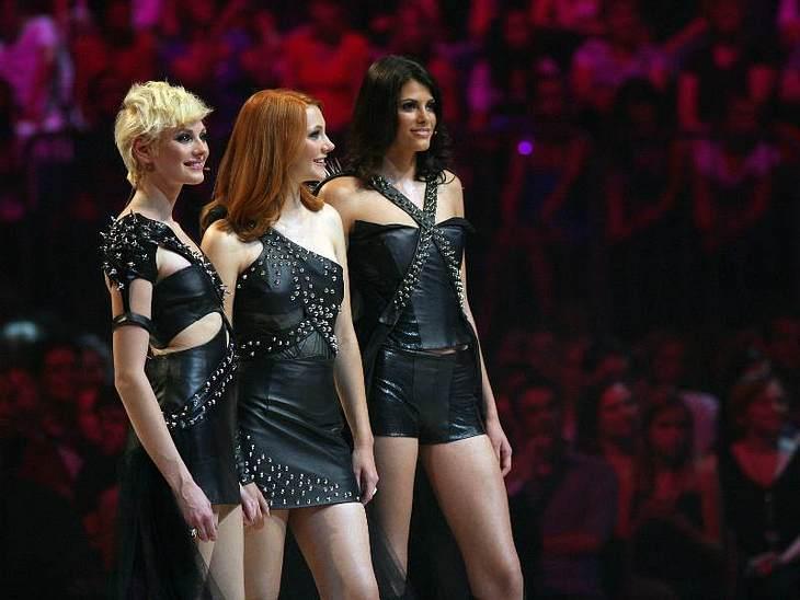 Die letzten drei Kandidatinnen in heißer Lederklufft.