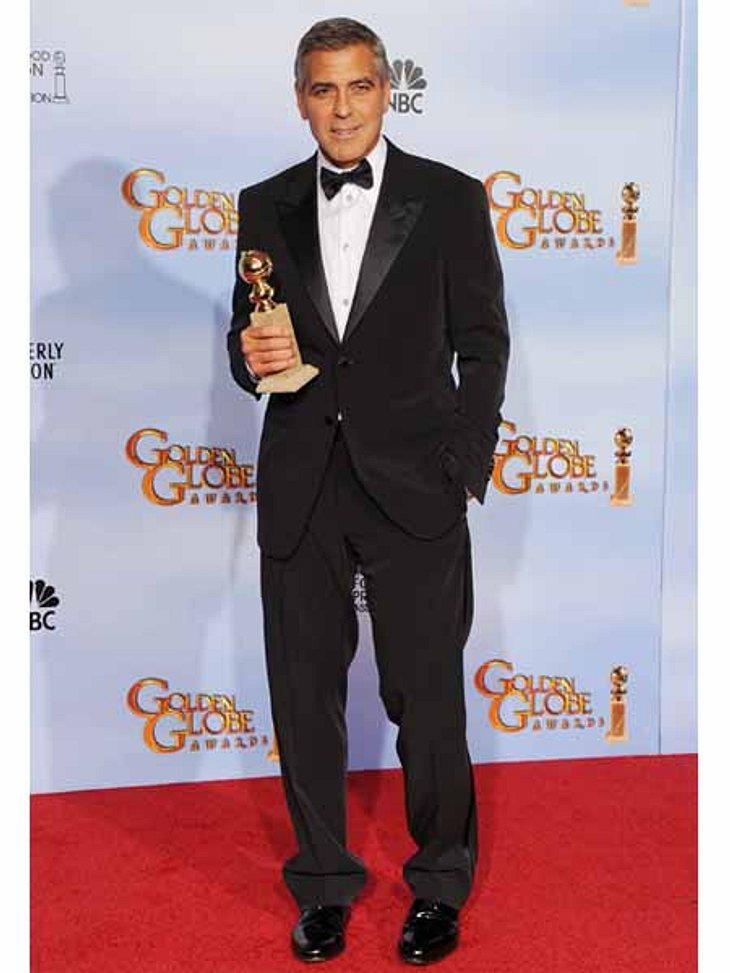 """Golden Globes 2012George Clooney (50) mit seinen Globe für """"The Descendants""""."""