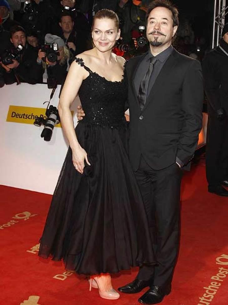 """""""Goldene Kamera"""" 2012Tütü: Schwarzer Taft im Ballerina-Look - so präsentierte sich Anna Loos (41) mit ihrem Mann Jan Josef Liefers (47)."""