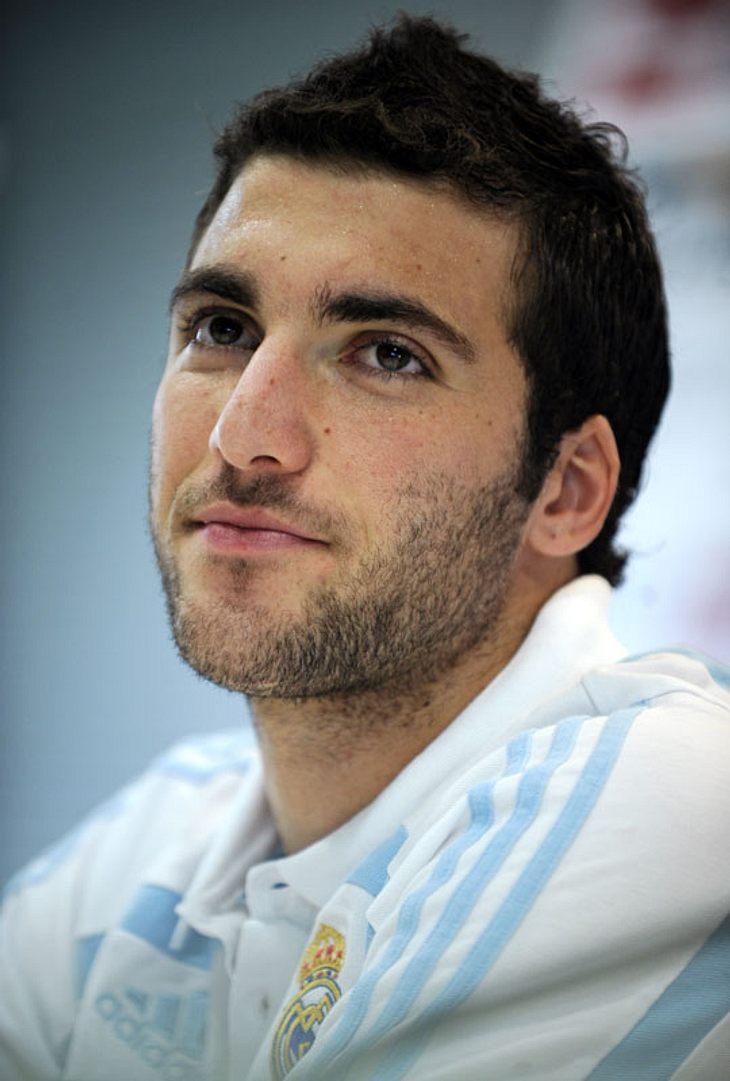 Argentinien: Gonzalo Higuain, geboren am 10. Dezember 1987 in Brest, Frankreich. Er ist 1,84 m groß. Seit 2007 spielt er im Verein Real Madrid.