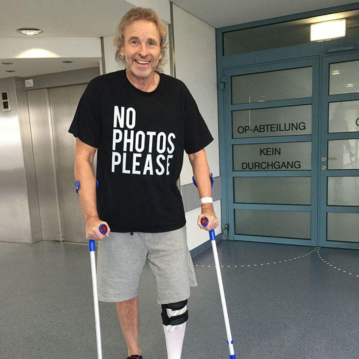 Nach Sturz: Thomas Gottschalk sitzt im Rollstuhl