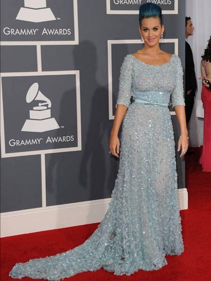 Grammys 2012Ton in Ton: Katy Perry trug passend zu ihren blauen Haaren ein hellblaues Kleid. Ein Glitzertraum!