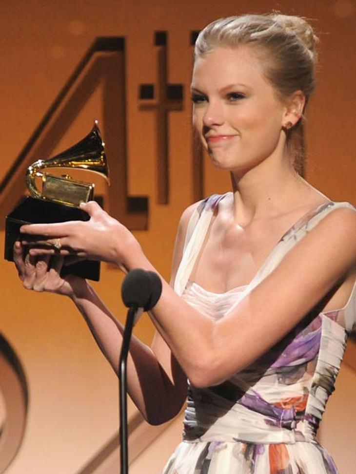 Grammys 2012Auch Country-Star Taylor Swift war sprachlos, als sie wieder einmal einen Grammy in den Händen hielt.
