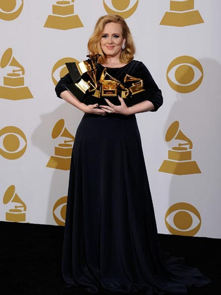 Grammys 2012Schwer zu schleppen: Adele konnte ihre sechs Grammys kaum halten.