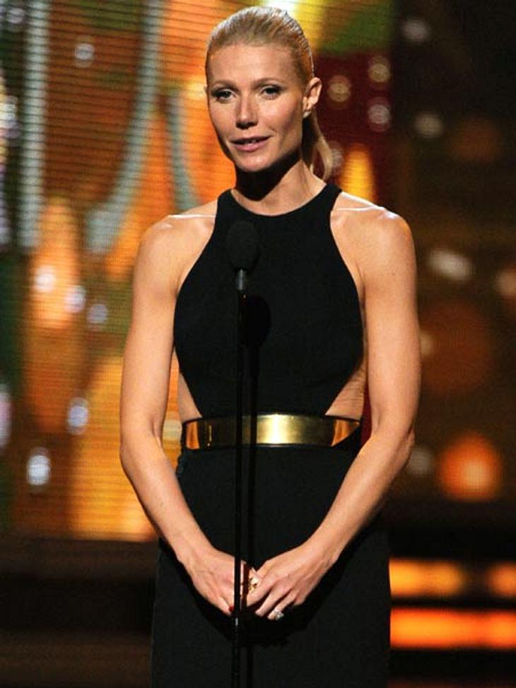 Grammys 2012Gwyneth Paltrow mit sexy Cutouts und schwerem Goldgürtel bei ihrer Laudatio.