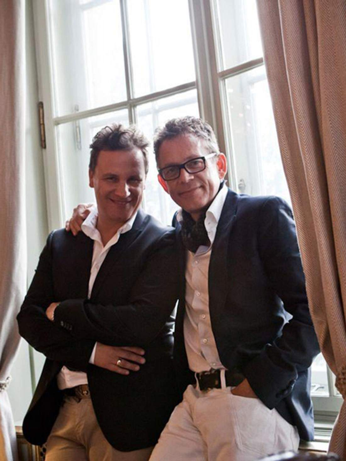 Hübsch, hübsch: Guido Maria Kretschmer und Ehemann Frank posieren für ihr Hochzeitsfoto