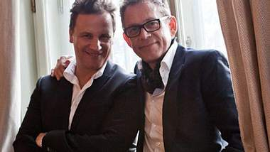 Hübsch, hübsch: Guido Maria Kretschmer und Ehemann Frank posieren für ihr Hochzeitsfoto - Foto: VOX