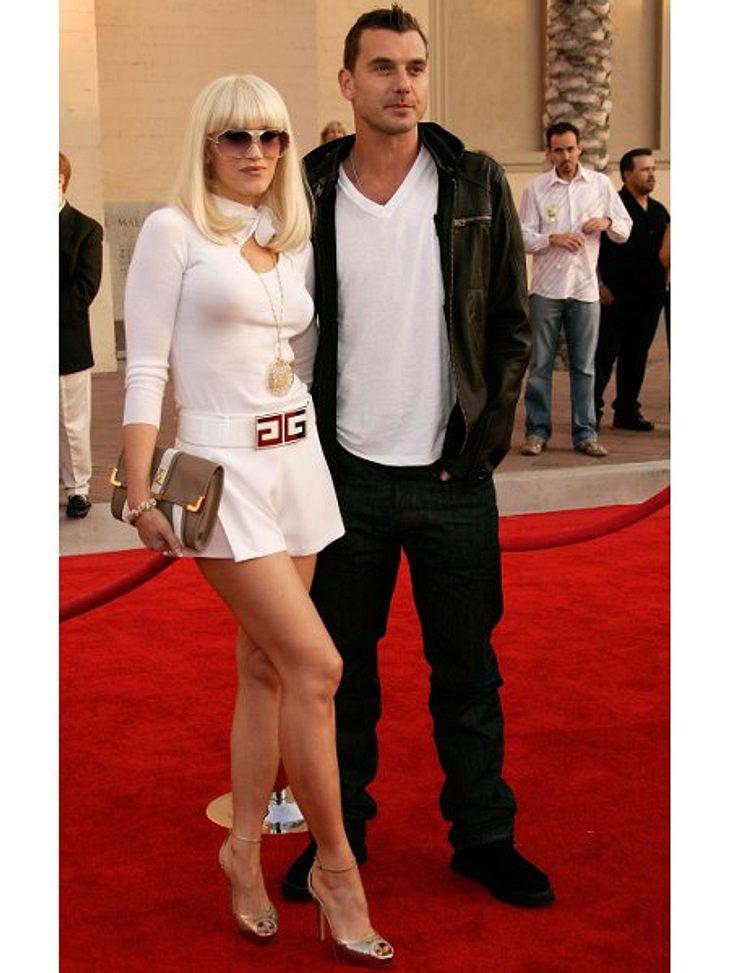 Der Look von Gwen StefaniMondän mit strengem Pony, sexy Shorts und Gold-Accessoires bei den American Music Awards 2006.