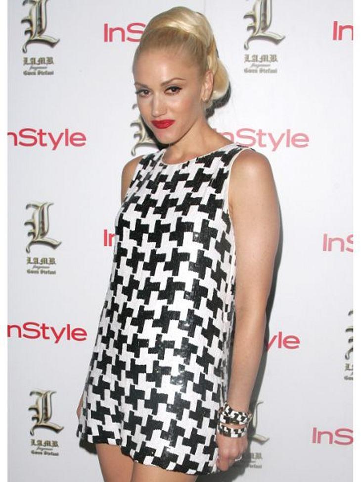 Der Look von Gwen StefaniIm Grammercy Park Hotel in New York nahm Gwen Stefani im Hahnentritt-Kleid eine Auszeichnung entgegen.