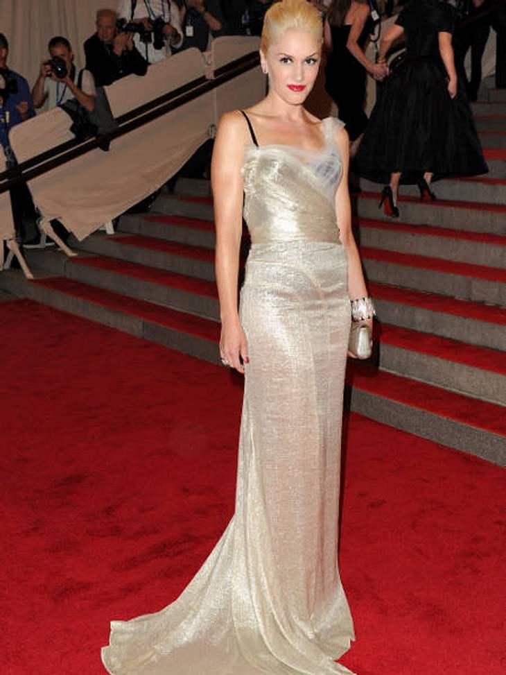 """Der Look von Gwen StefaniBei der """"American Woman: Fashioning A National Identity""""-Gala 2010 erschien Gwen in einem fließenden Kleid in Silber."""