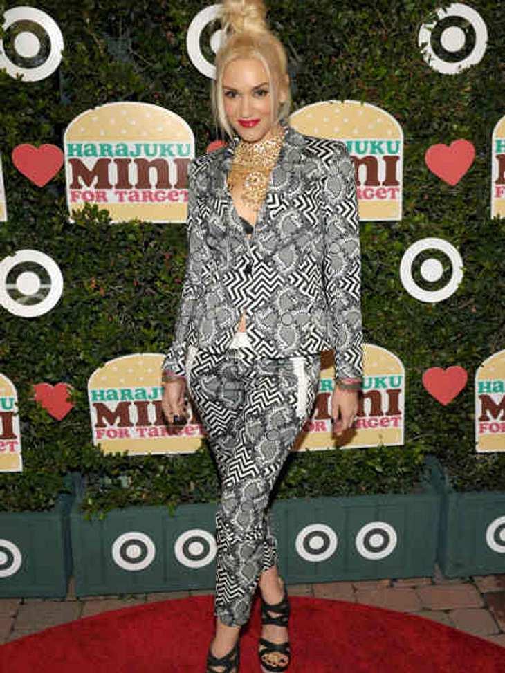 Der Look von Gwen StefaniIm November 2011 launchte sie ihre erste Kinderkollektion. In diesem extravaganten Anzug posierte sie für die Fotografen.